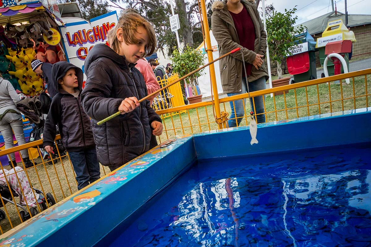 The fishing pool sideshow game hire perth wa carnival for Fishing games 2017